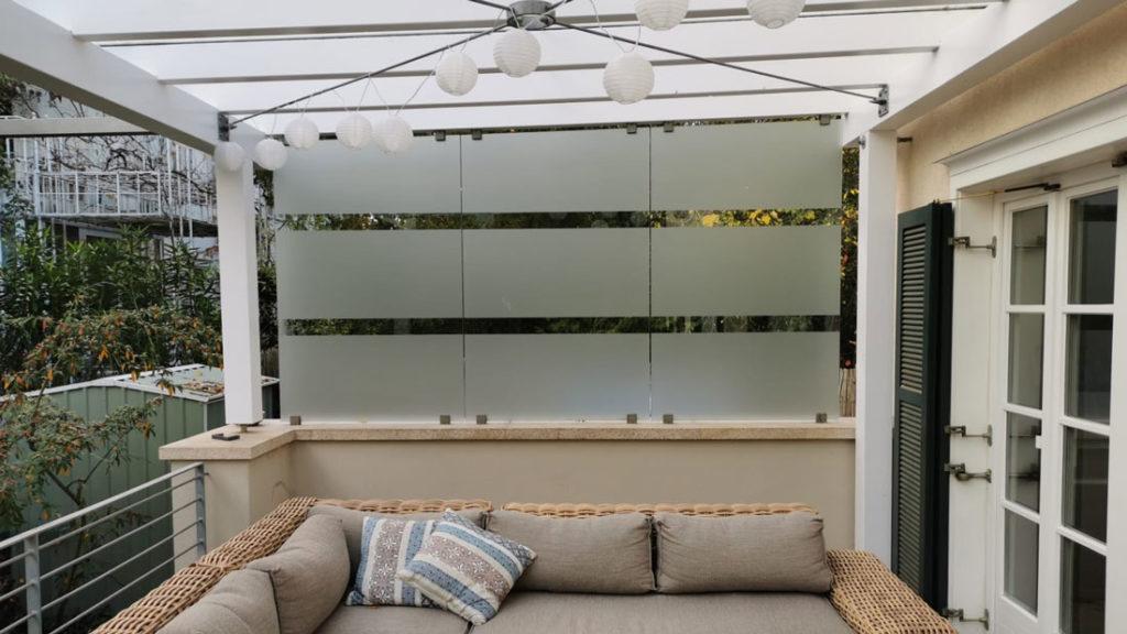 Glasdekorfolie als Sichtschutzfolie für eine Terrasse in Mainz