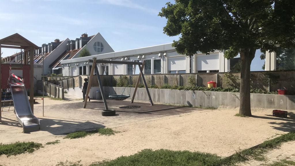 Sonnenschutzfolie für Fenster an einem Kindergarten