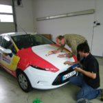 Fahrzeugfolierung Carglass während der Montage