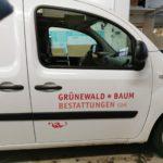 Autobeschriftung auf Kleintransporter für Grünewald und Baum