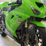Grün foliertes Motorrad Kawasaki