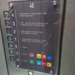 Orientierungsschild in einem Fahrstuhl