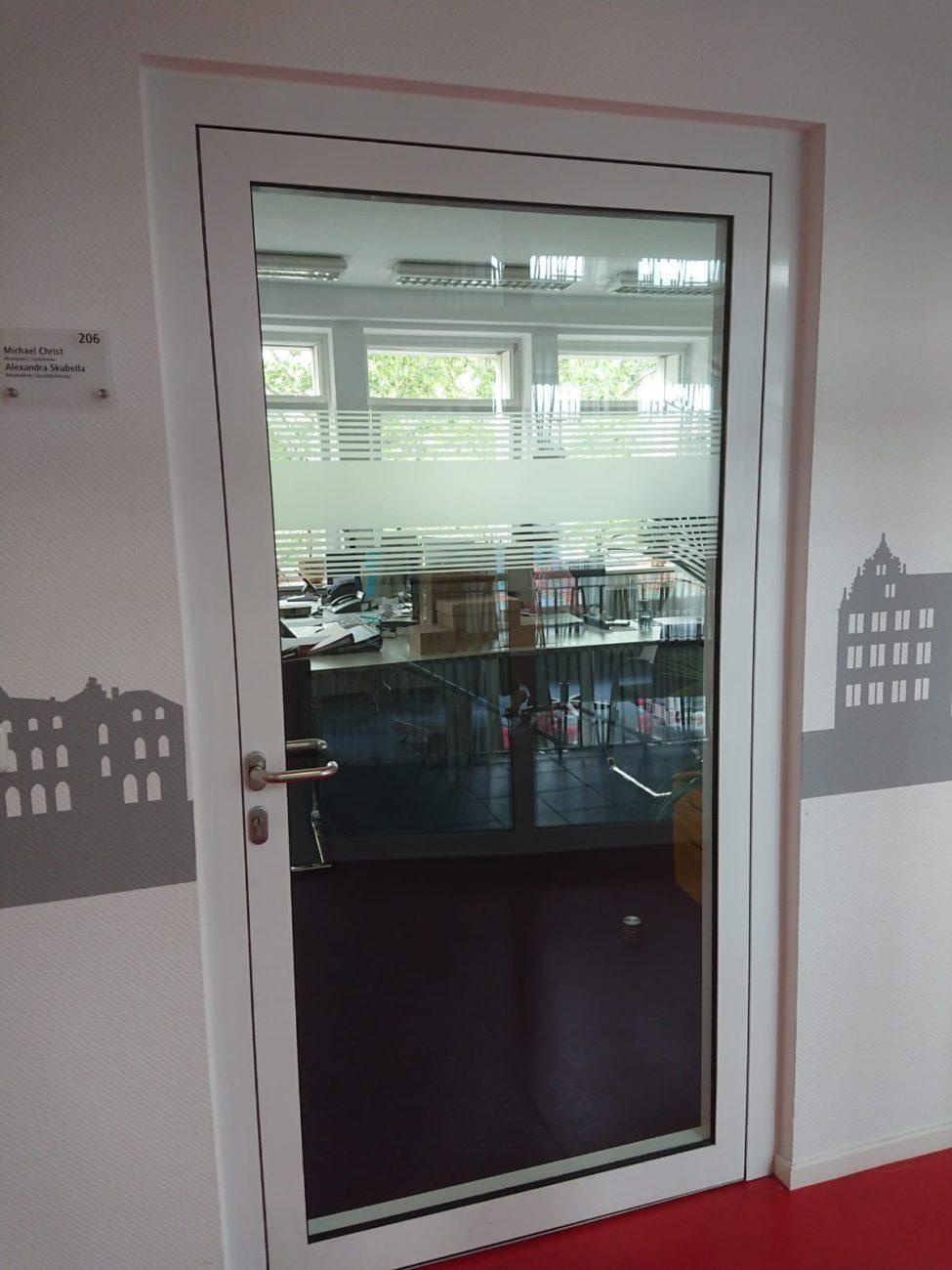 DGB Wandtattoo neben Glastür