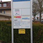 Freistehende Schilderanlage in Mainz