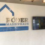 Endergebnis der Montage eines 3D-Logos für Röder Massivhaus