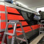 Montage Fahrzeugbeschriftung Malteser