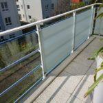 Sichtschutzfolie an einem Balkon