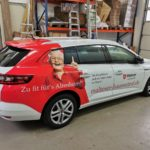 Fahrzeugbeschriftung Malteser an einem PKW von der Seite