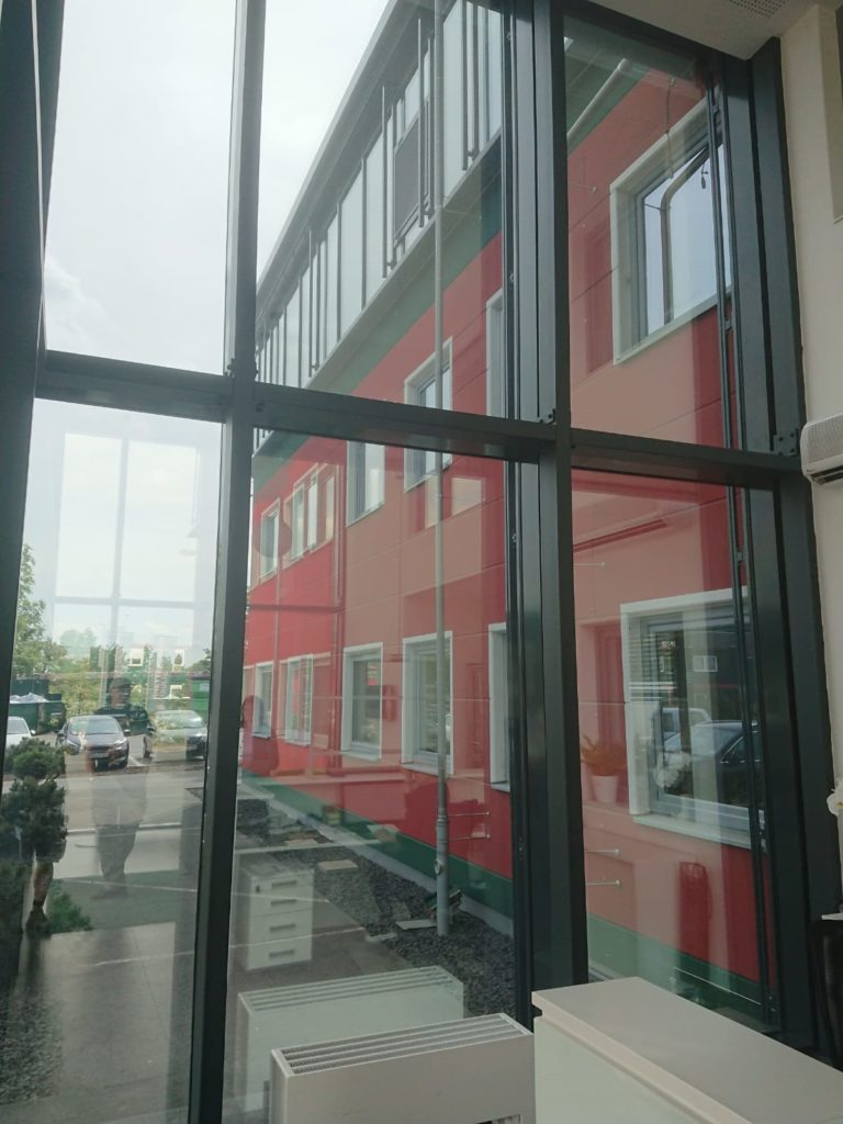 Sonnenschutzfolie Wiesbaden Eingangsbereich