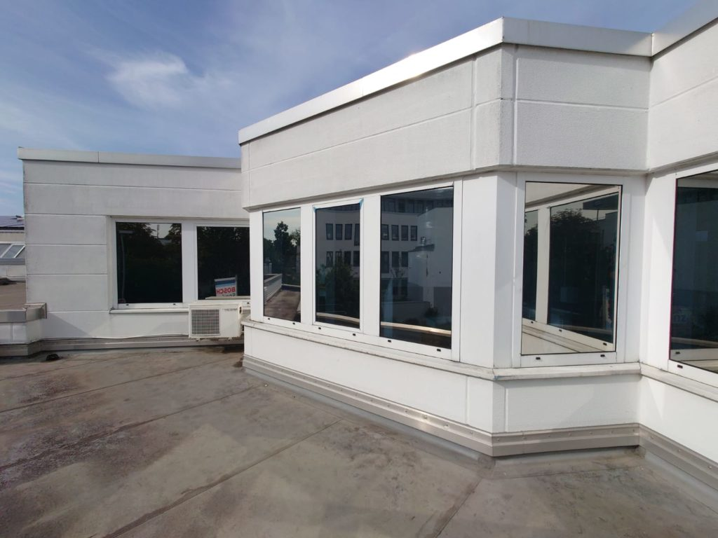 Sonnenschutzfolie für Wohnung unter Flachdach